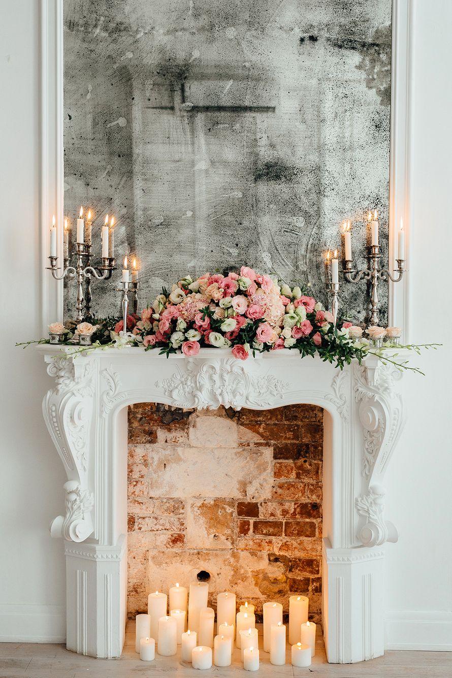 Цветы в декоре камина в стиле прованс