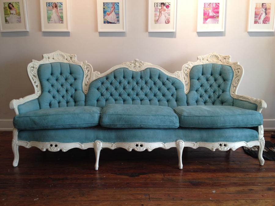 Деревянный диван в стиле прованс