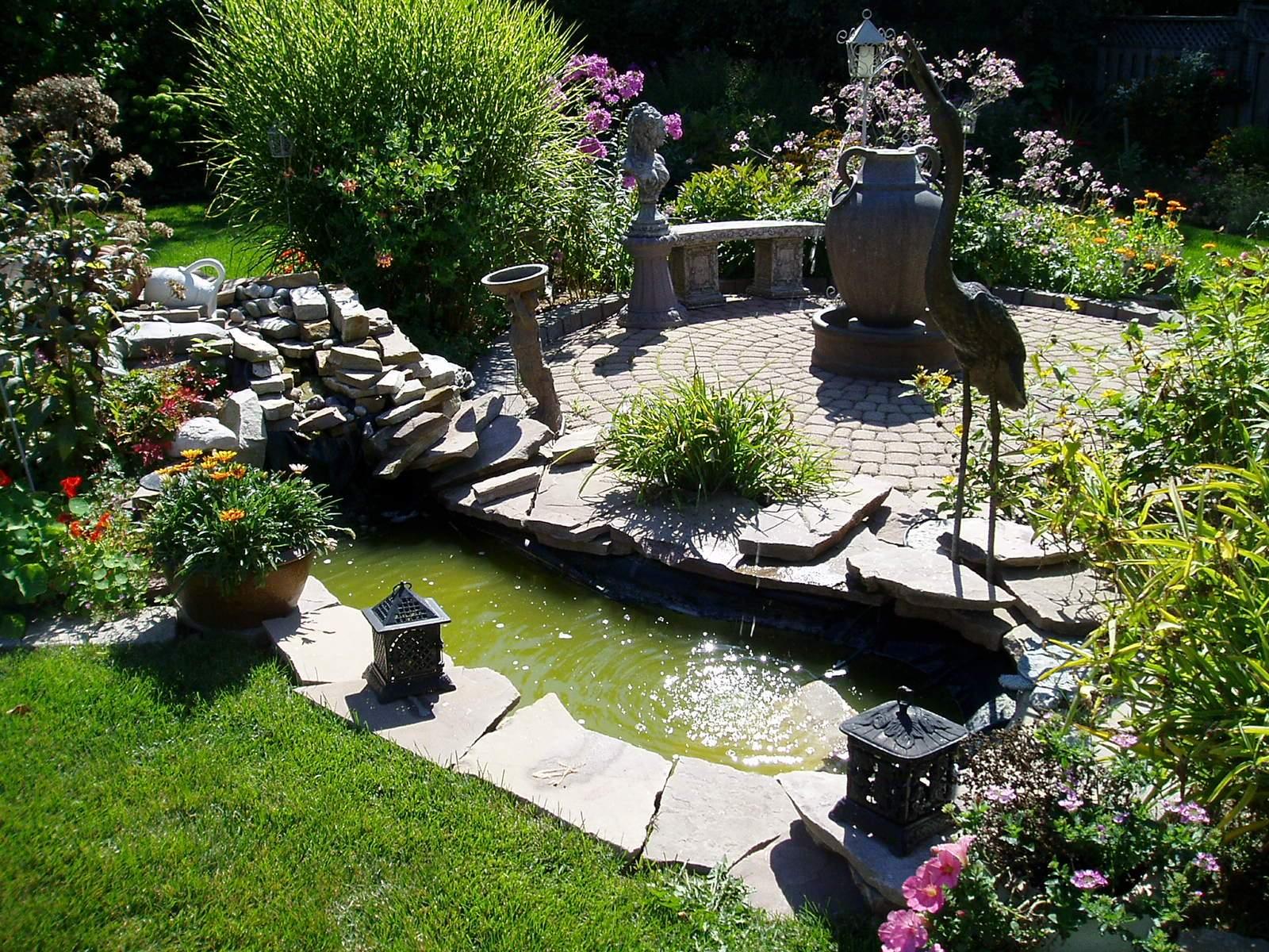 Декор садового пруда