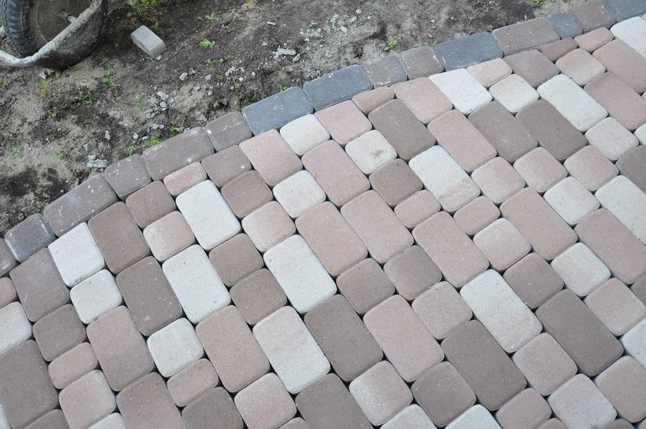 Прямоугольная тротуарная плитка на даче