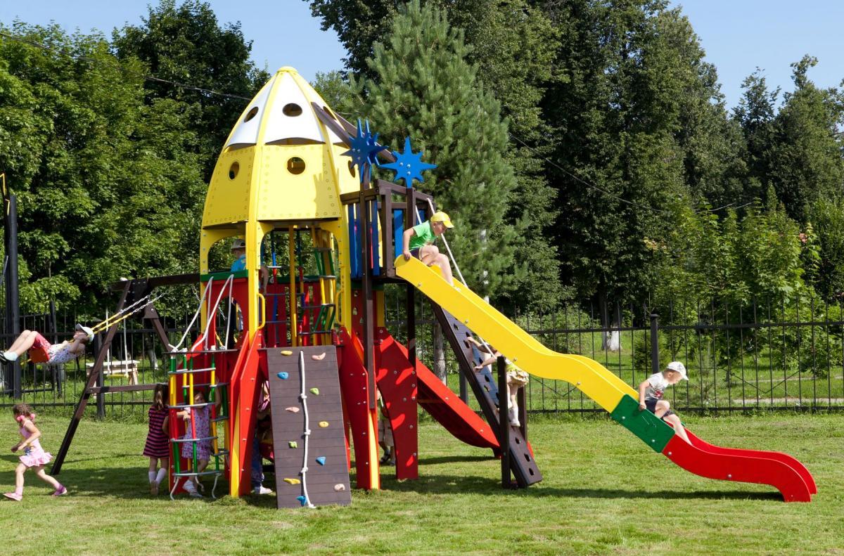 Детская игровая площадка в виде ракеты