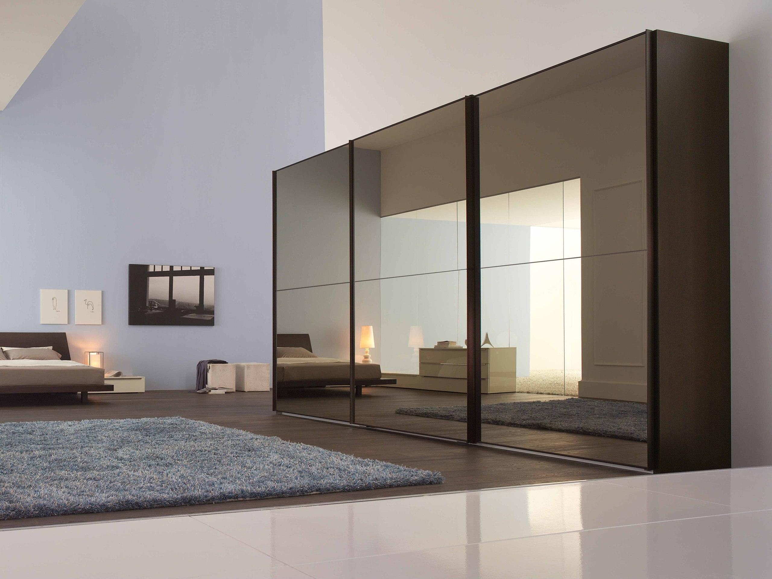 Раздвижной шкаф с зеркалом