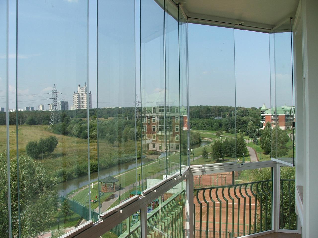 Раздвижные панорамные окна на балконе