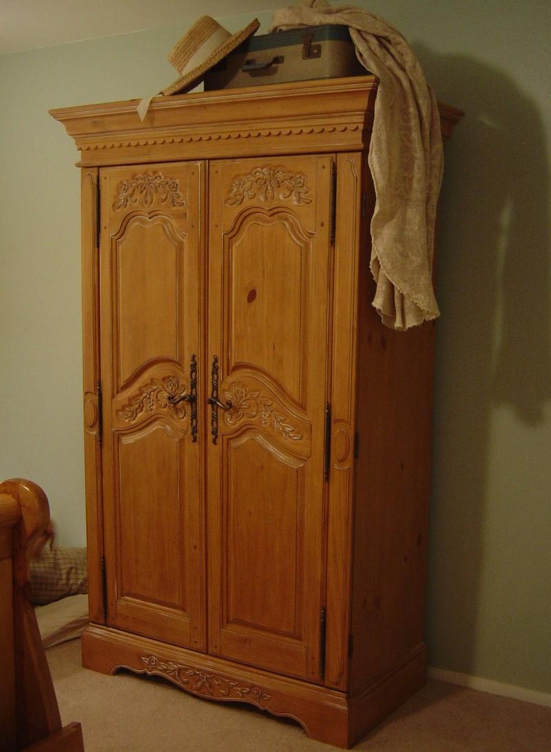Декор шкафа резьбой