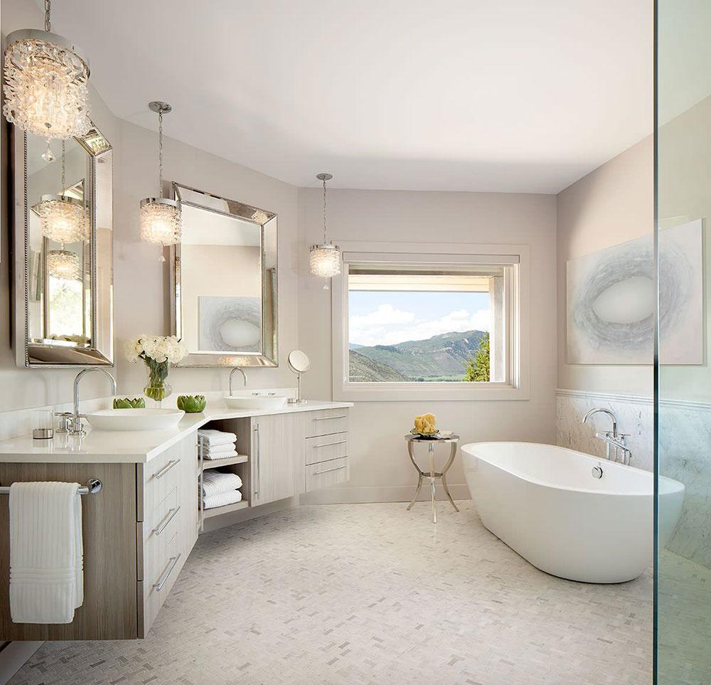 Отдельно стоящая ванна в частной резиденции