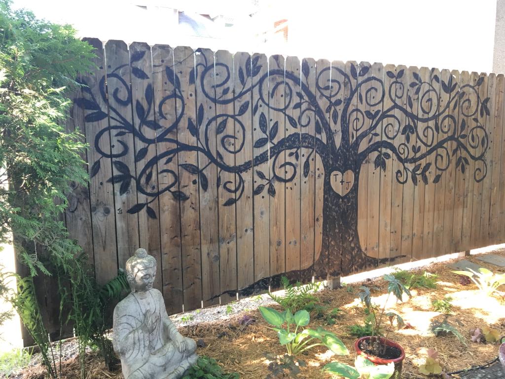 Рисунок на заборе