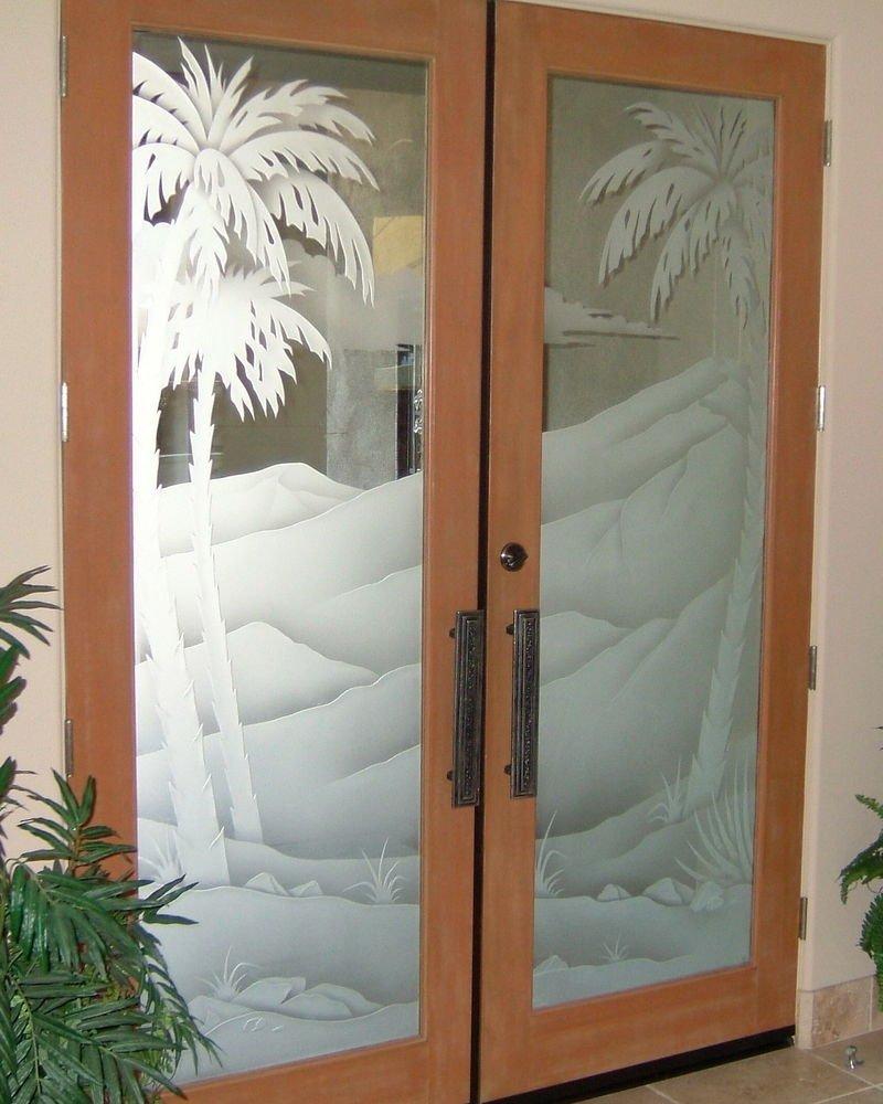 Рисунок на стеклянной двери