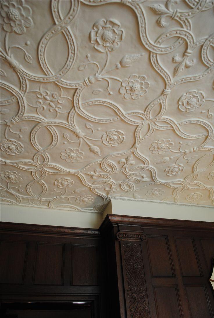 Декор из гипса с рисунком на потолке
