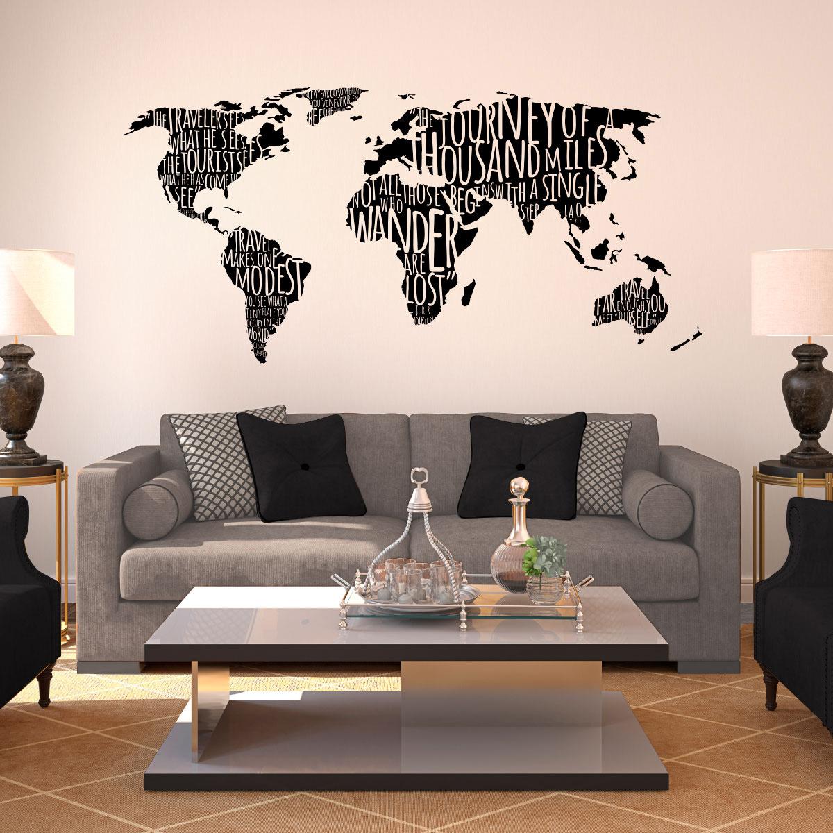 Рисунок карты на стене гостиной