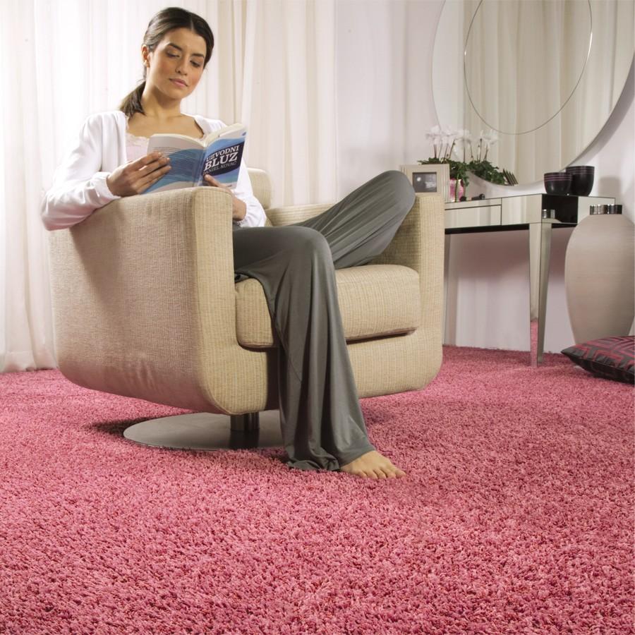 Розовый ковролин в интерьере