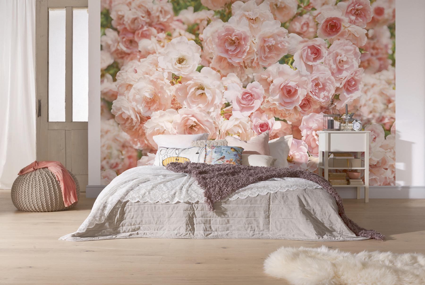 """Фотообои """"розы"""" над кроватью в спальне"""