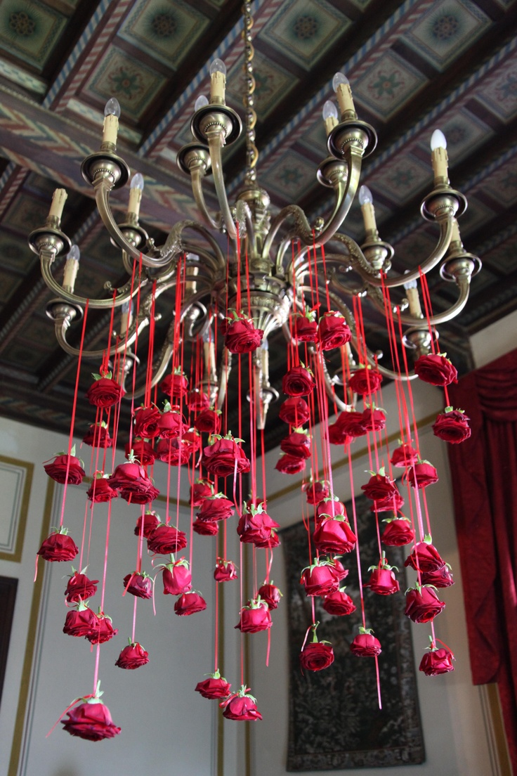 Декор люстры розами