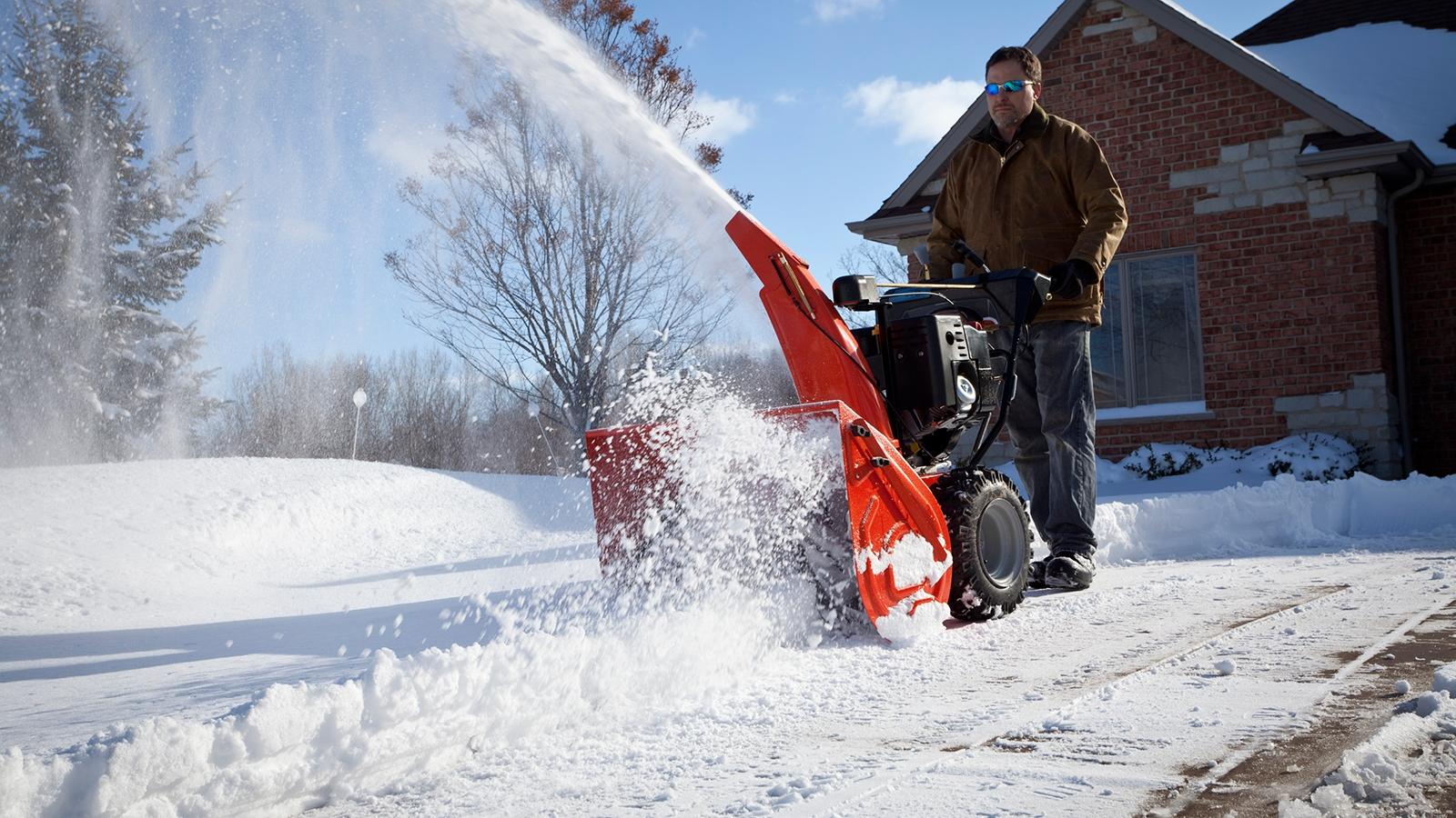 Самоходный снегоуборщик