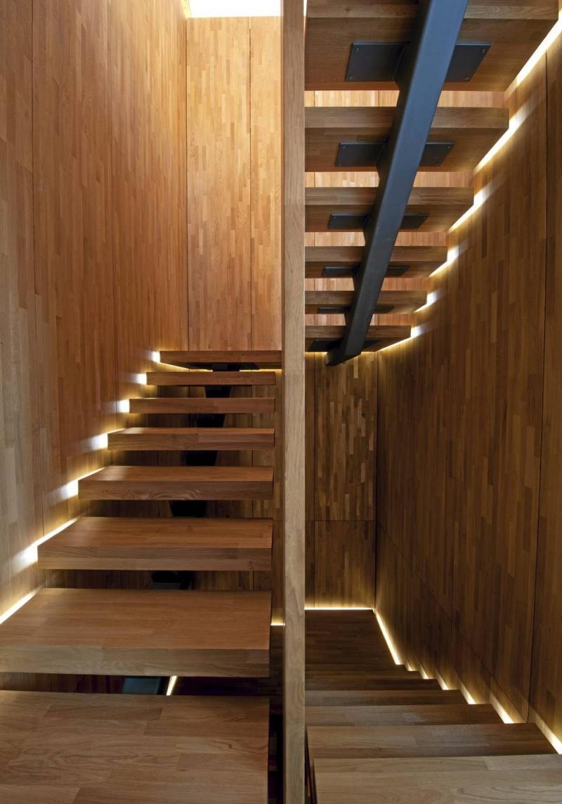 Боковая подсветка лестницы