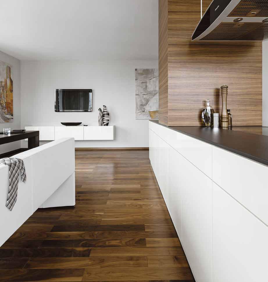 Кухонный гарнитур с сенсорным открыванием дверок