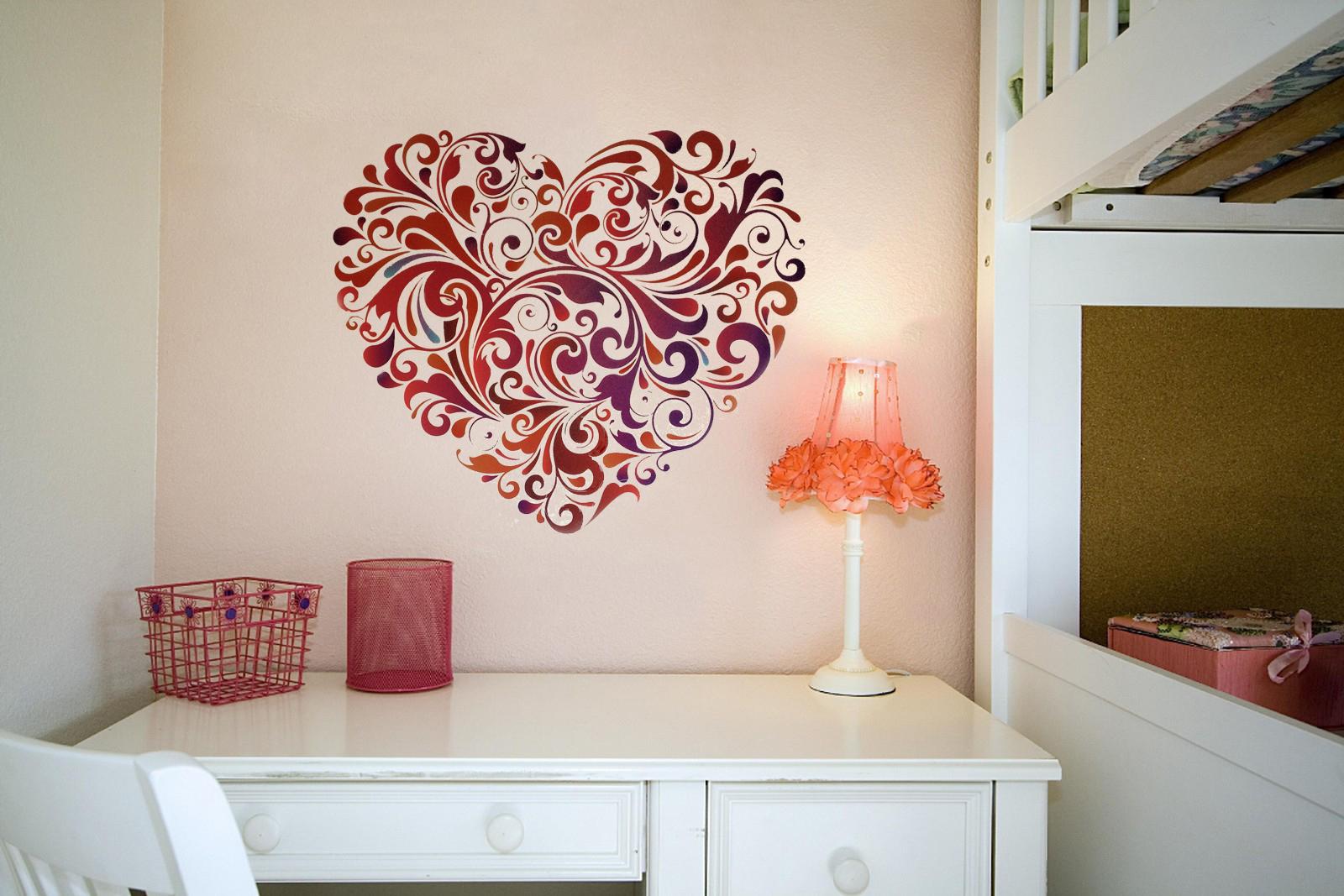 Рисунок сердца на стене