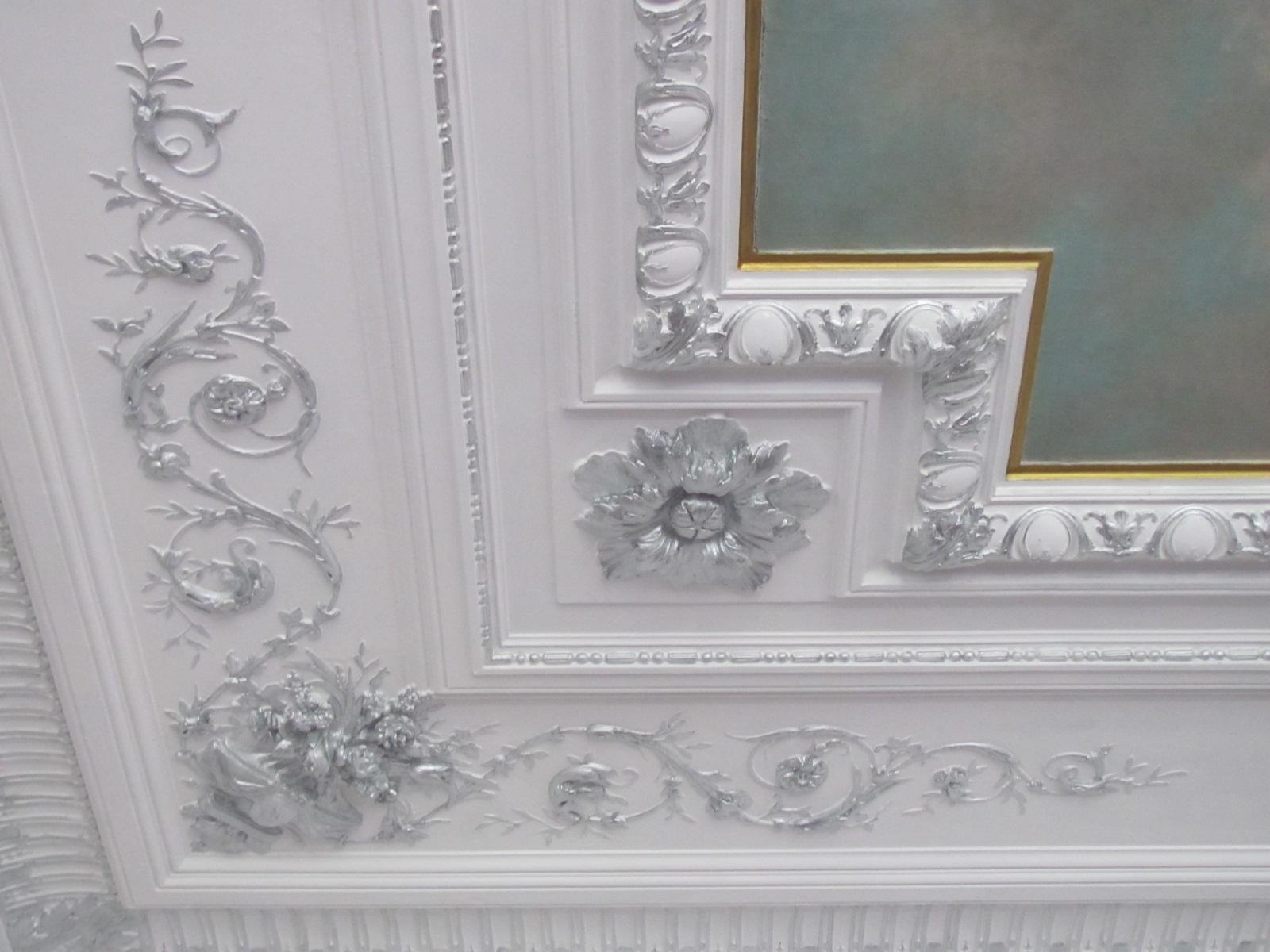Декор из гипса с серебром