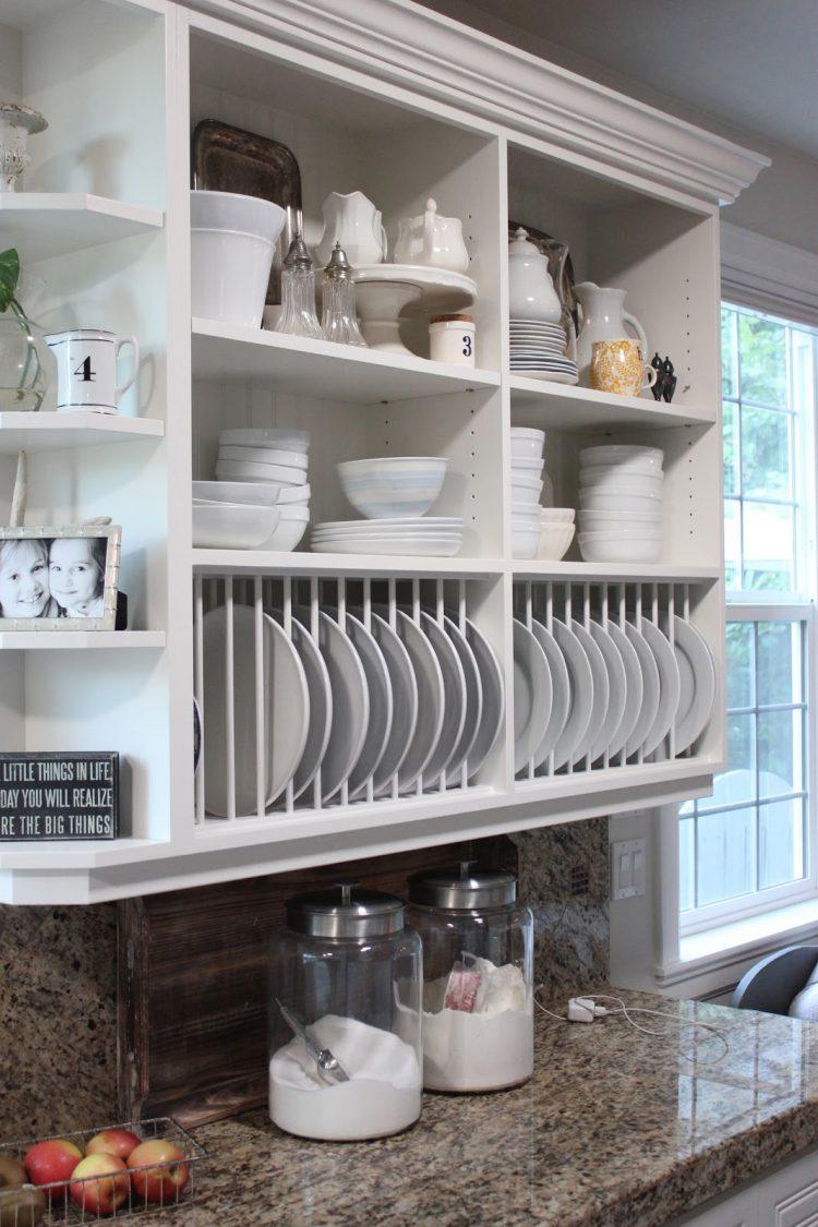 Кухонный шкафчик с полкой для посуды