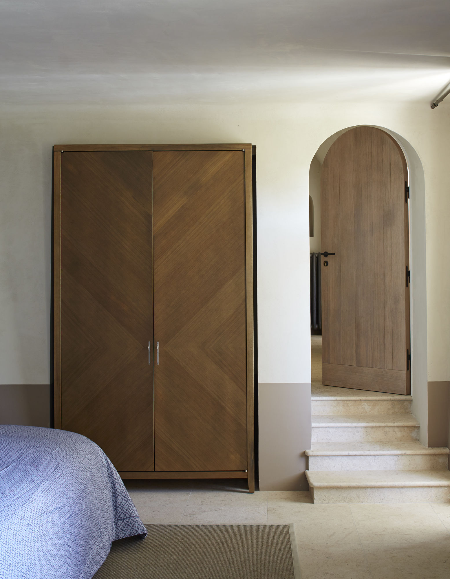 Двери в нишу со шкафом
