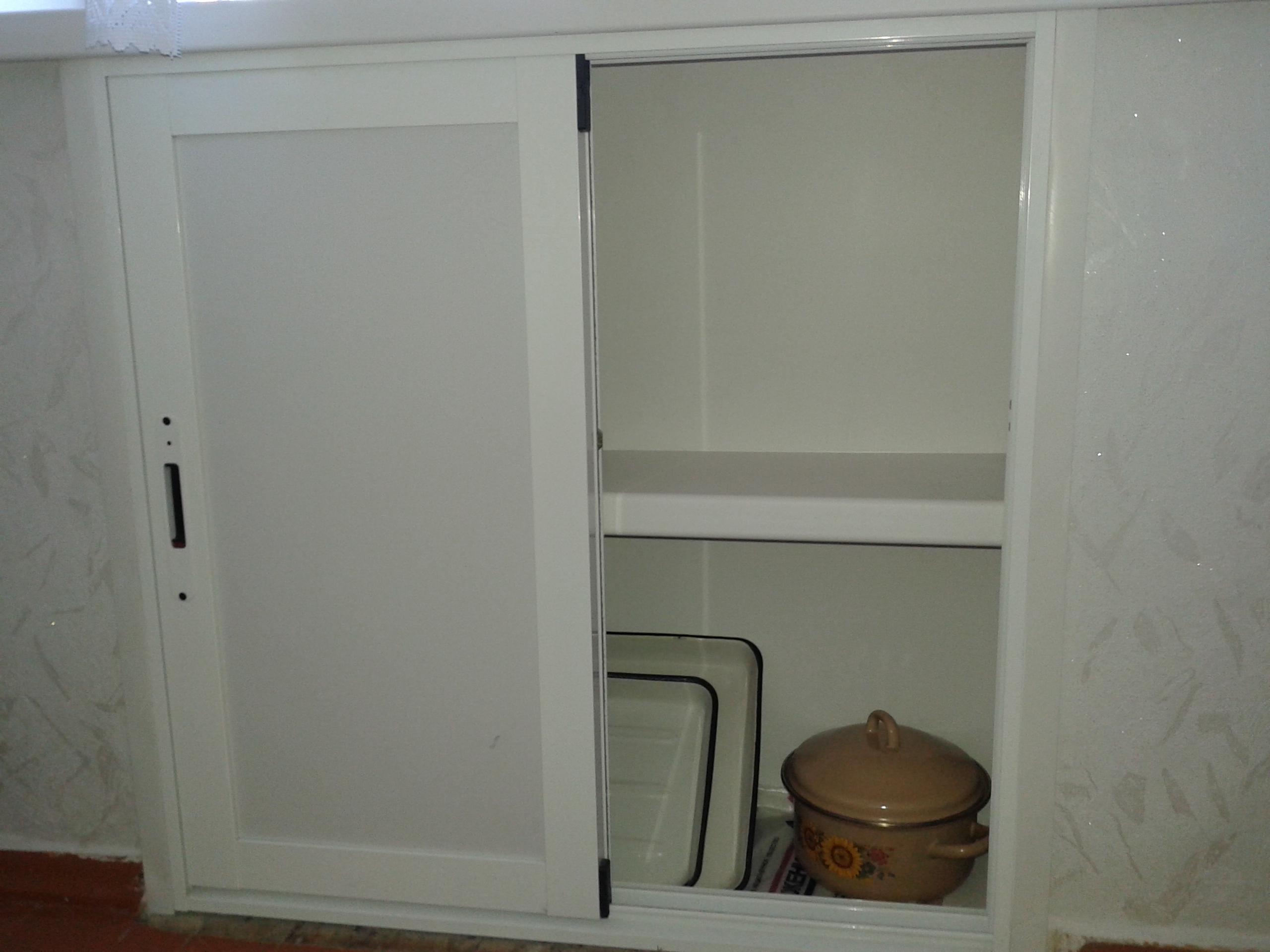 Шкаф под кухонным окном
