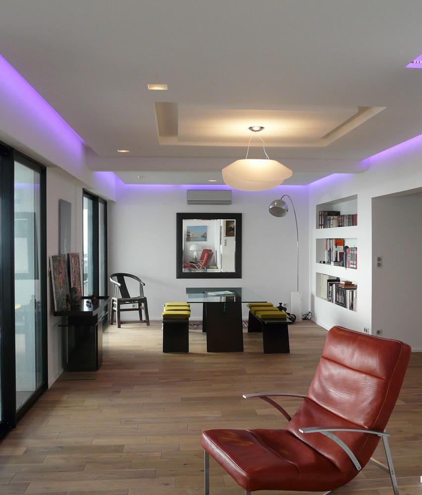 Потолок со светодиодной подсветкой синей