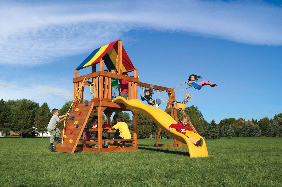 Детская площадка со скалодромом