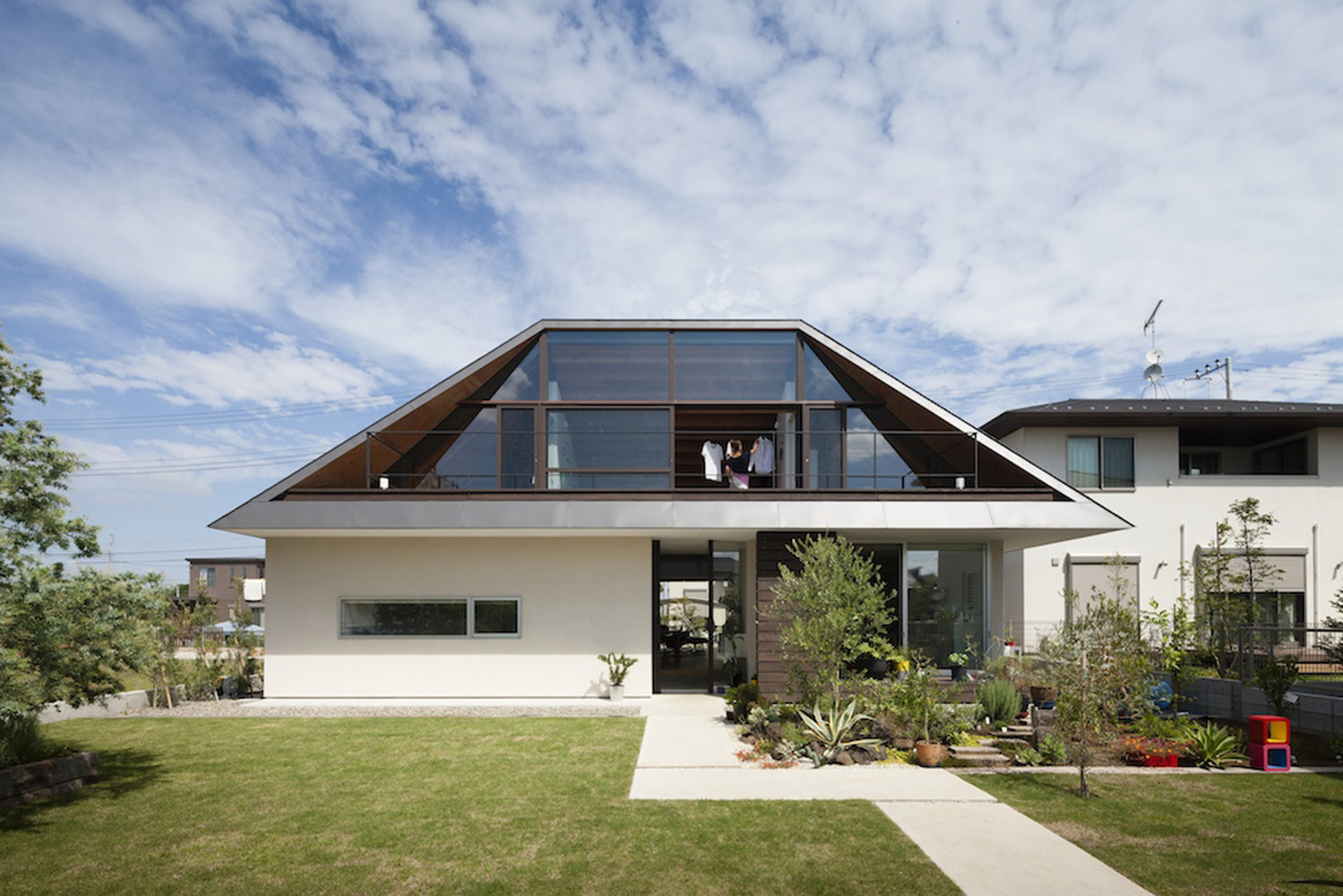 Двускатная вальмовая крыша