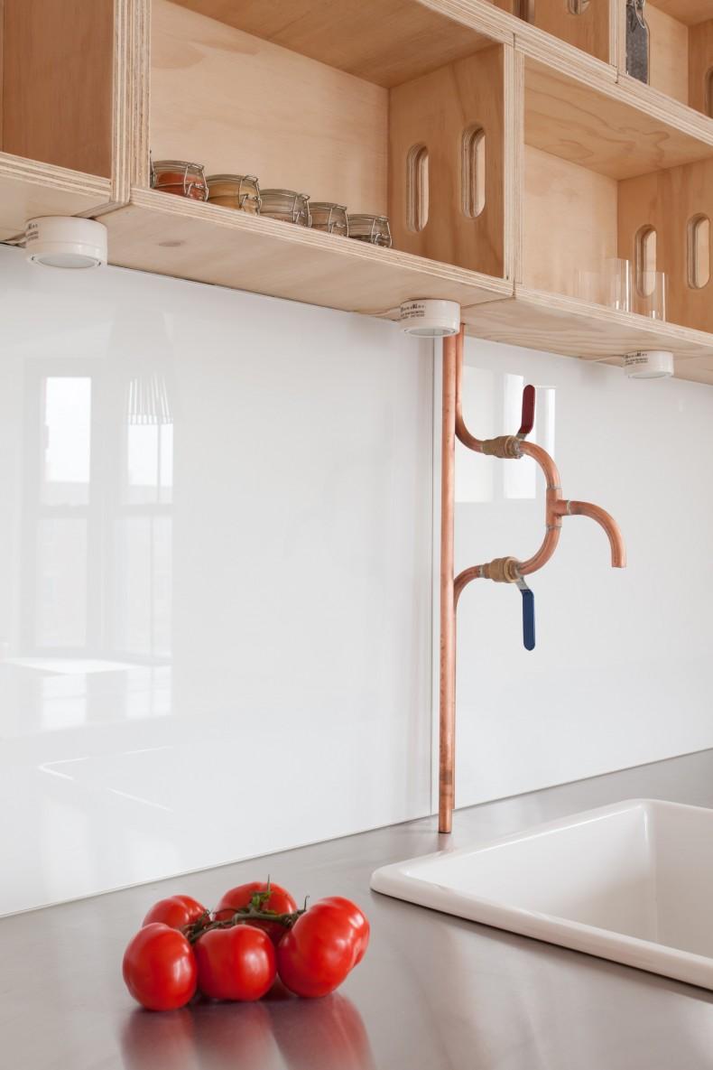 Декор трубы со смесителем