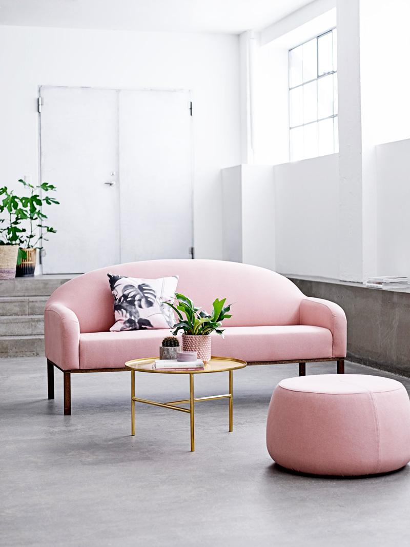 Розовый диван-софа