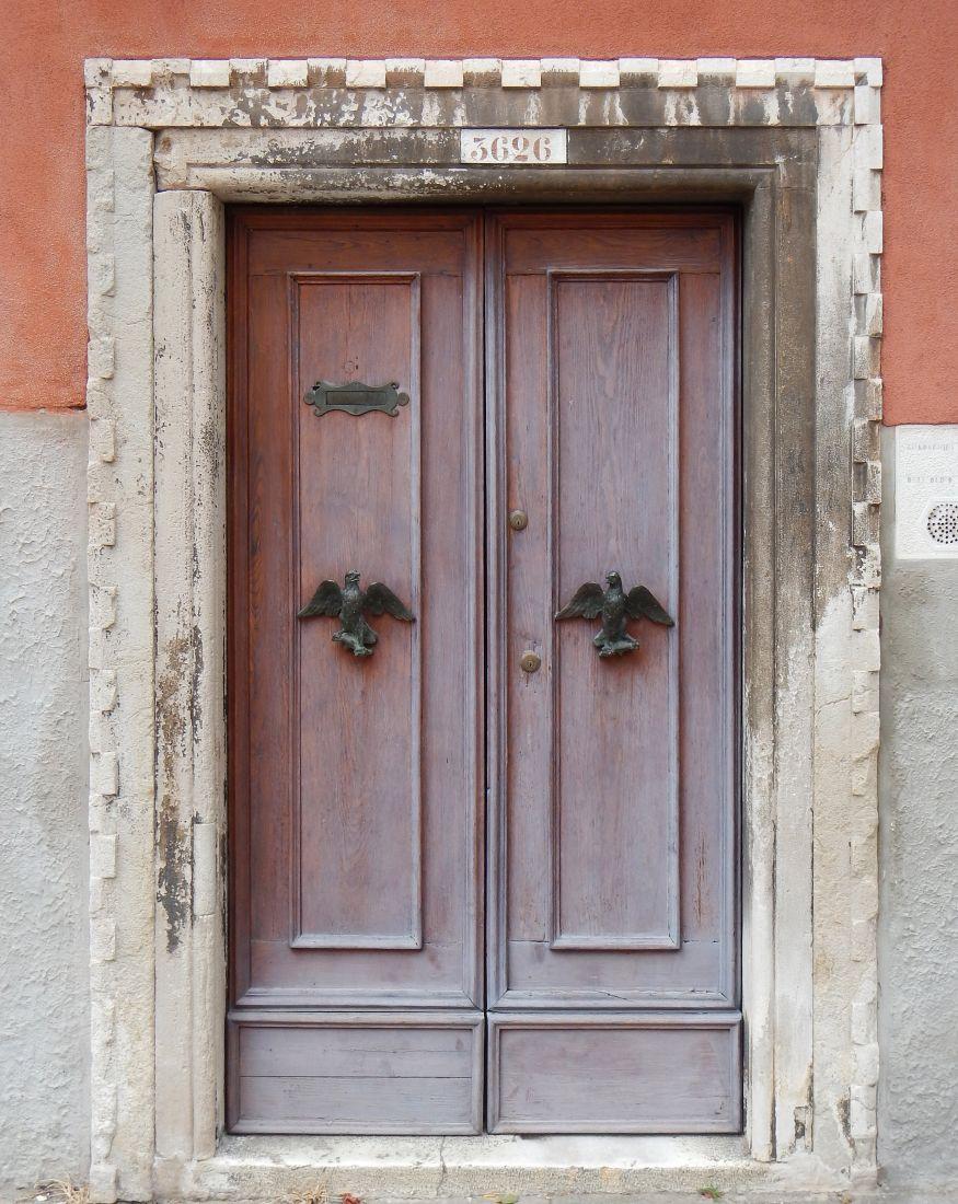 Состаренная дверь из массива