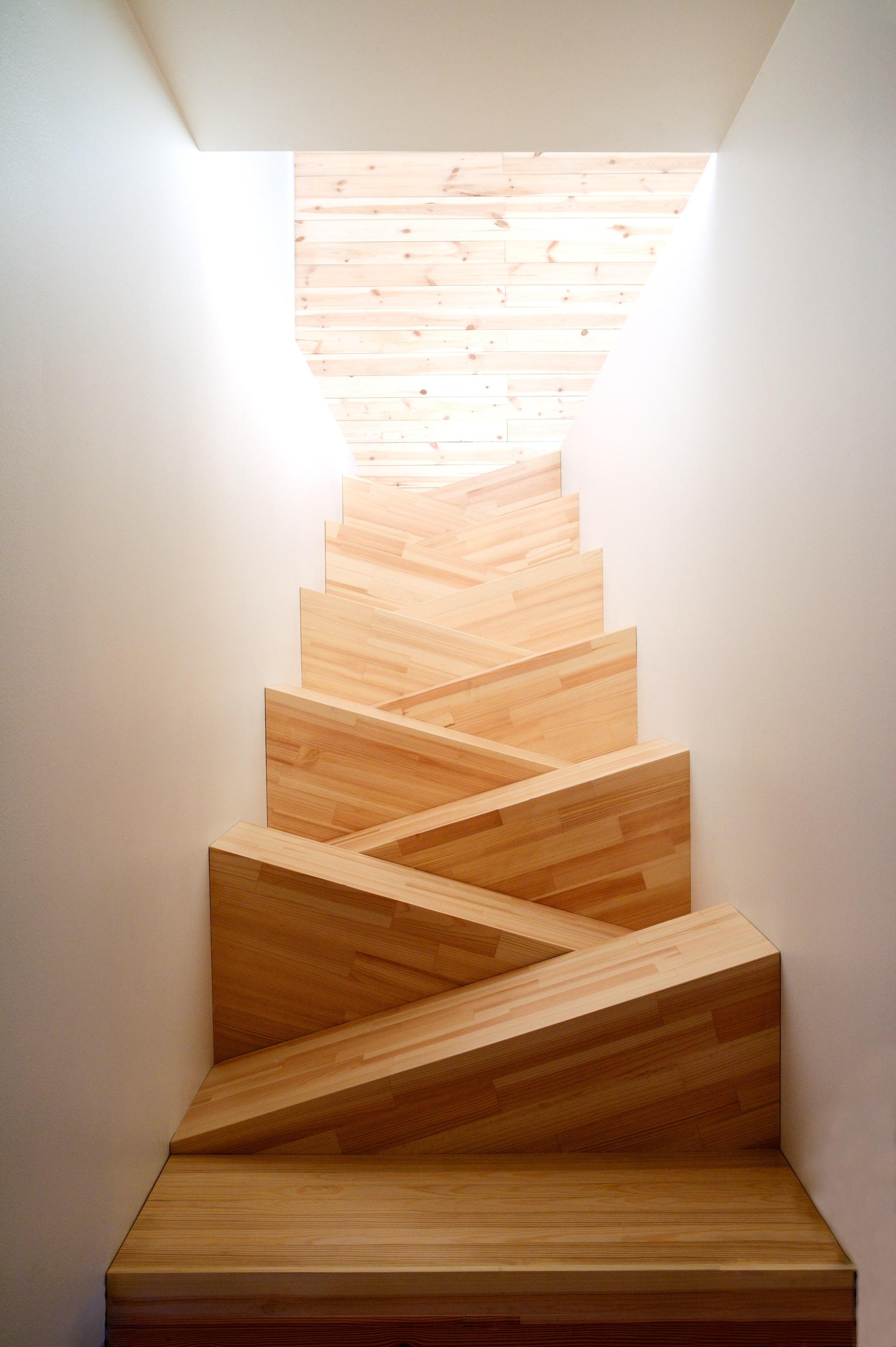 """Лестница """"гусиный шаг"""" в современном дизайне"""
