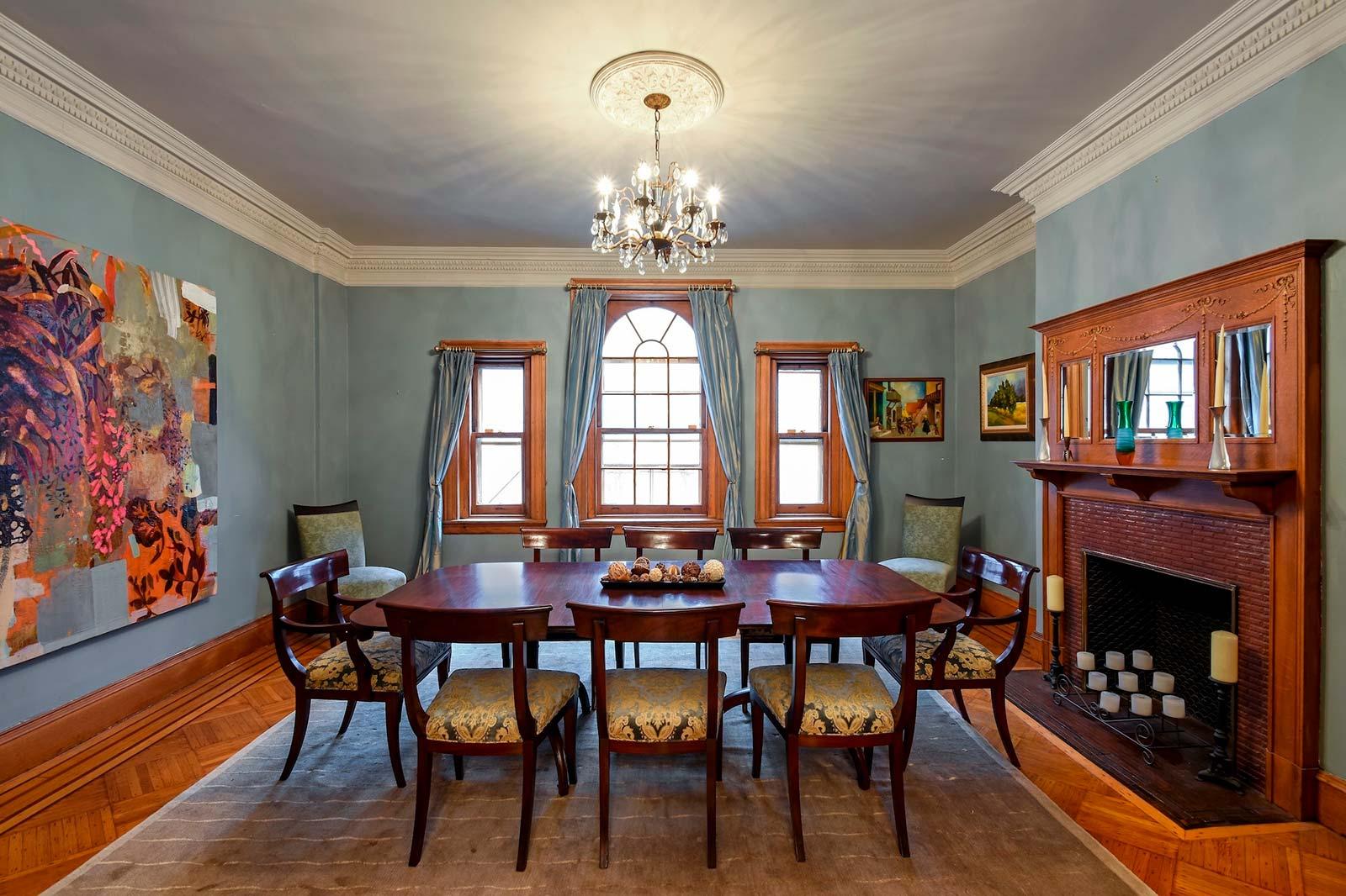 Кухня-гостиная с камином в современном стиле