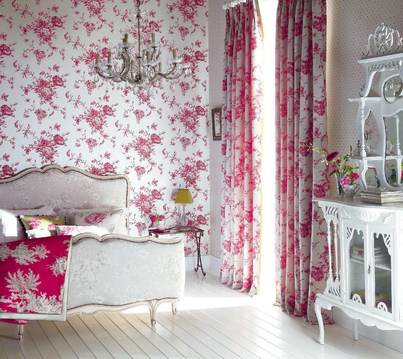 Шторы с цветочным рисунком в спальне