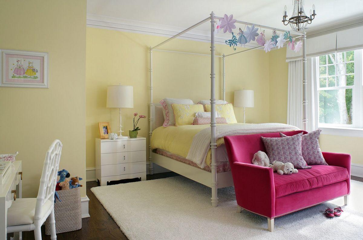 Розовый диван для девочки в детской