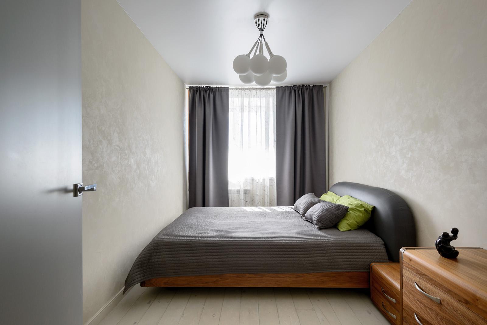 Люстра-шар в спальне