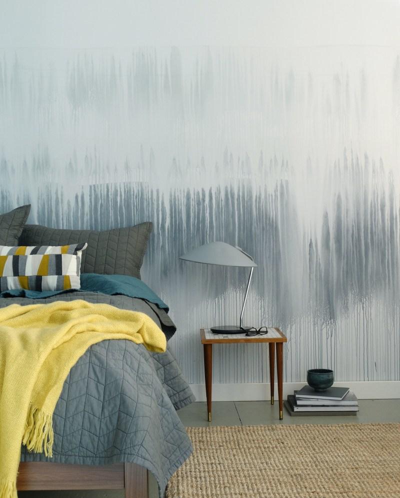 Рисунок на стене спальни