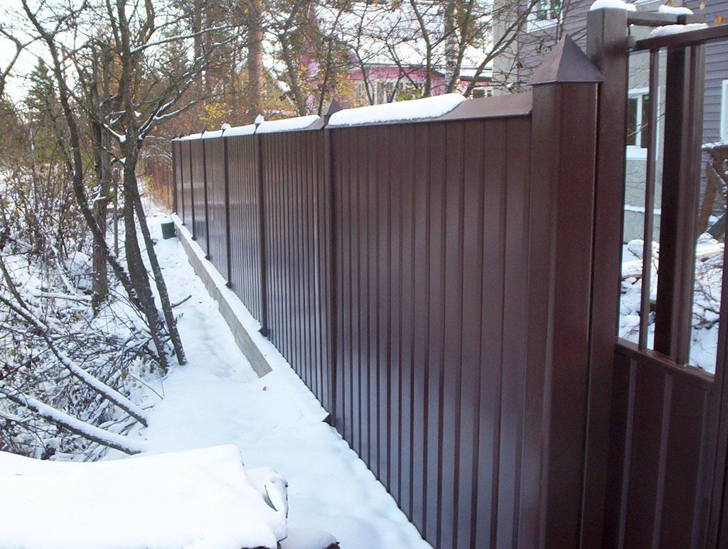 Забор из профнастила со столбами из стали