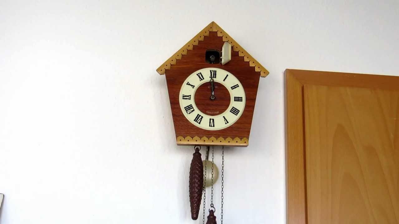 Старинные часы с кукушкой