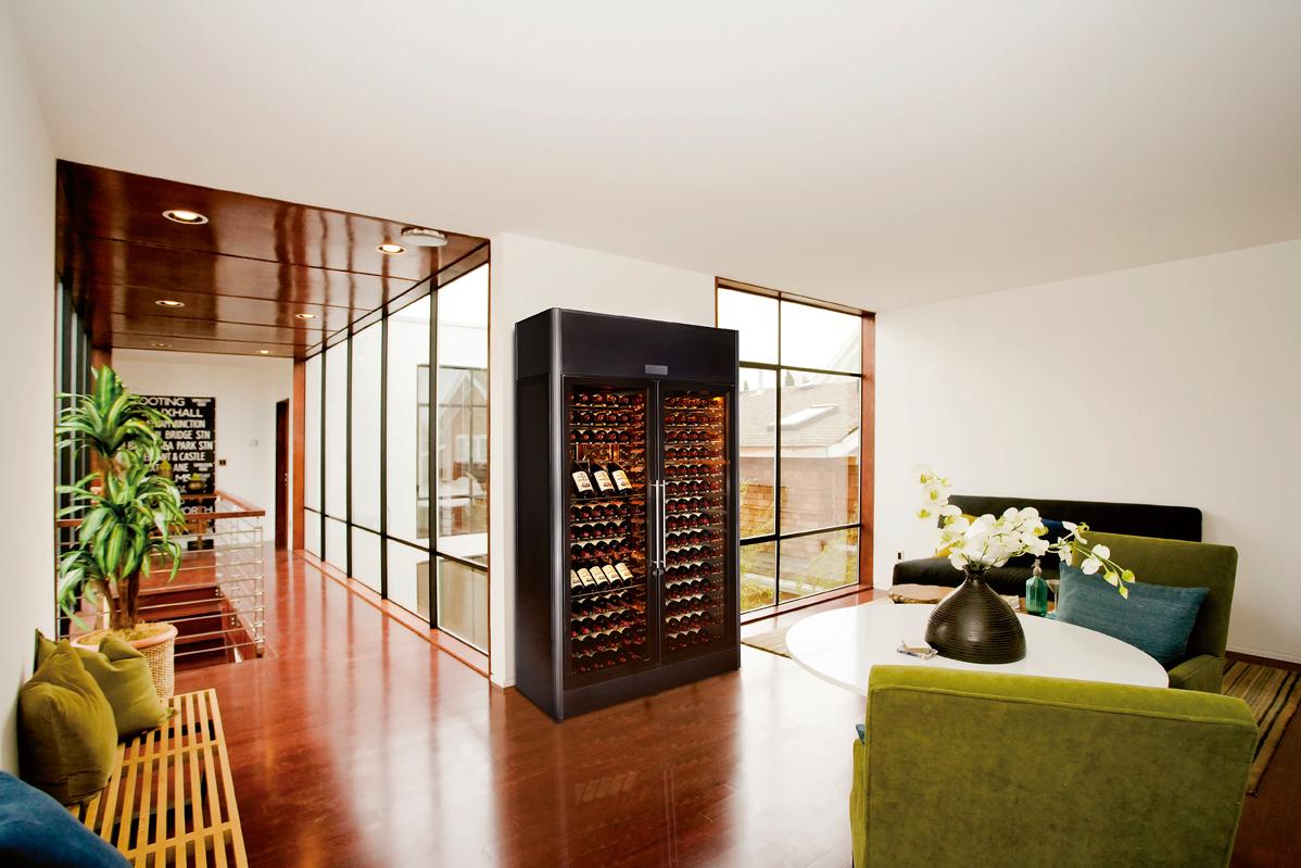 Шкаф для вина со стеклянными дверцами