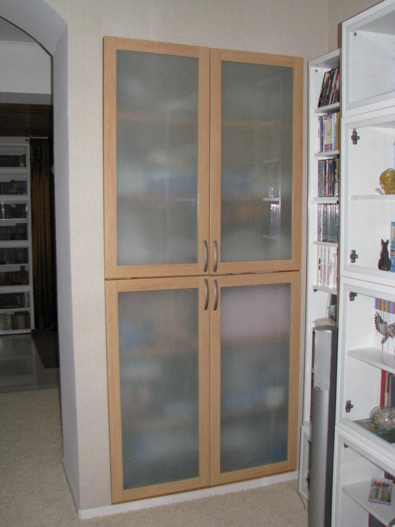 Стеклянные дверки в нишу