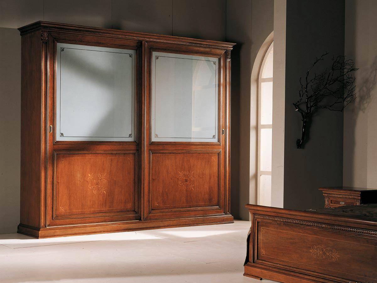 Шкаф из массива со стеклом в интерьере