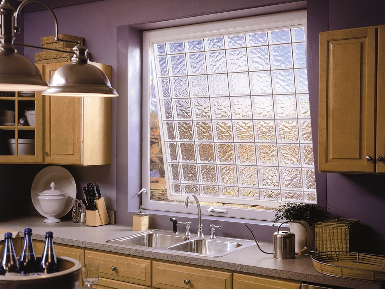 Оформление кухонного окна стеклоблоками