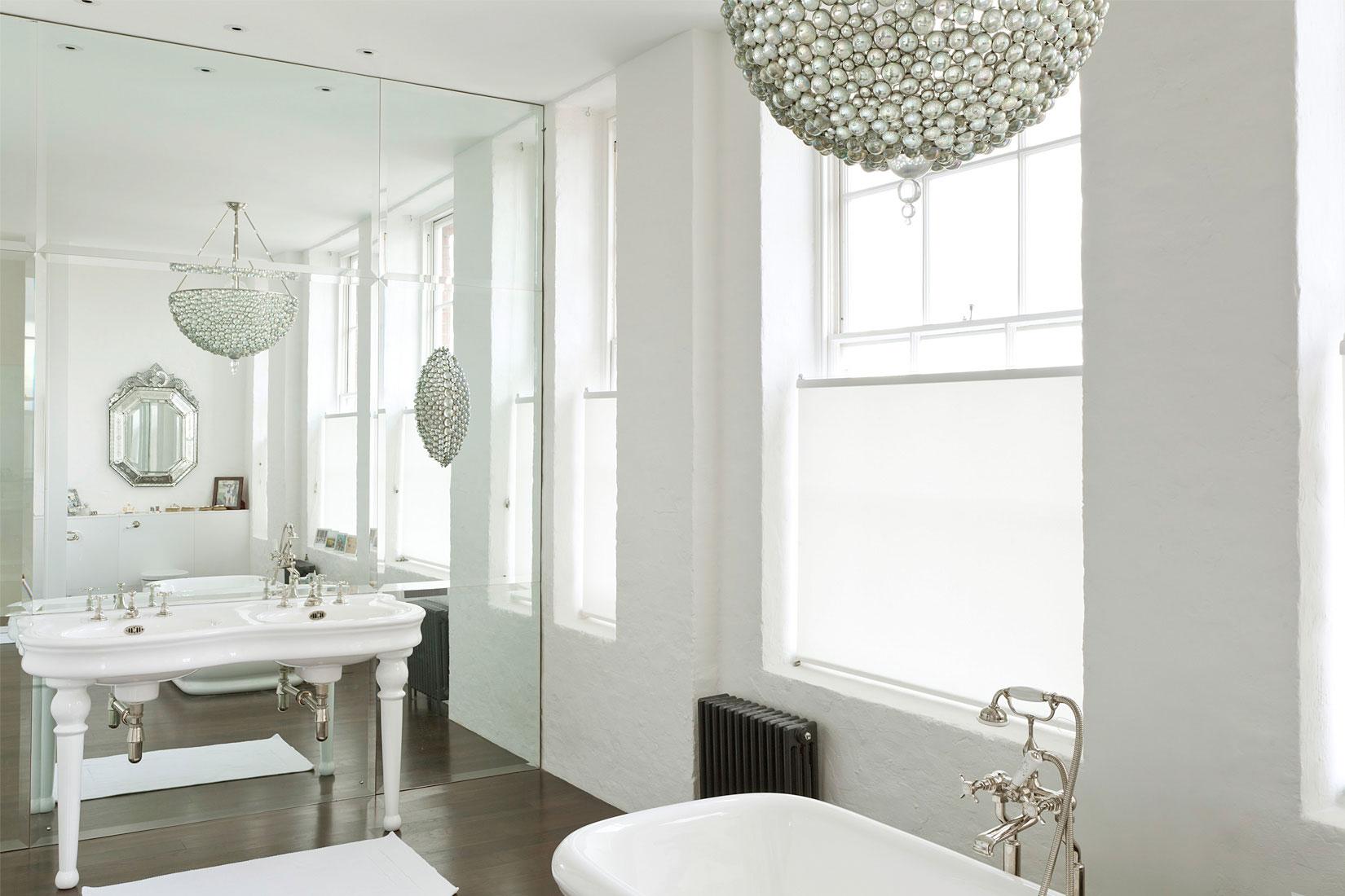 Зеркала напротив друг друга в ванной