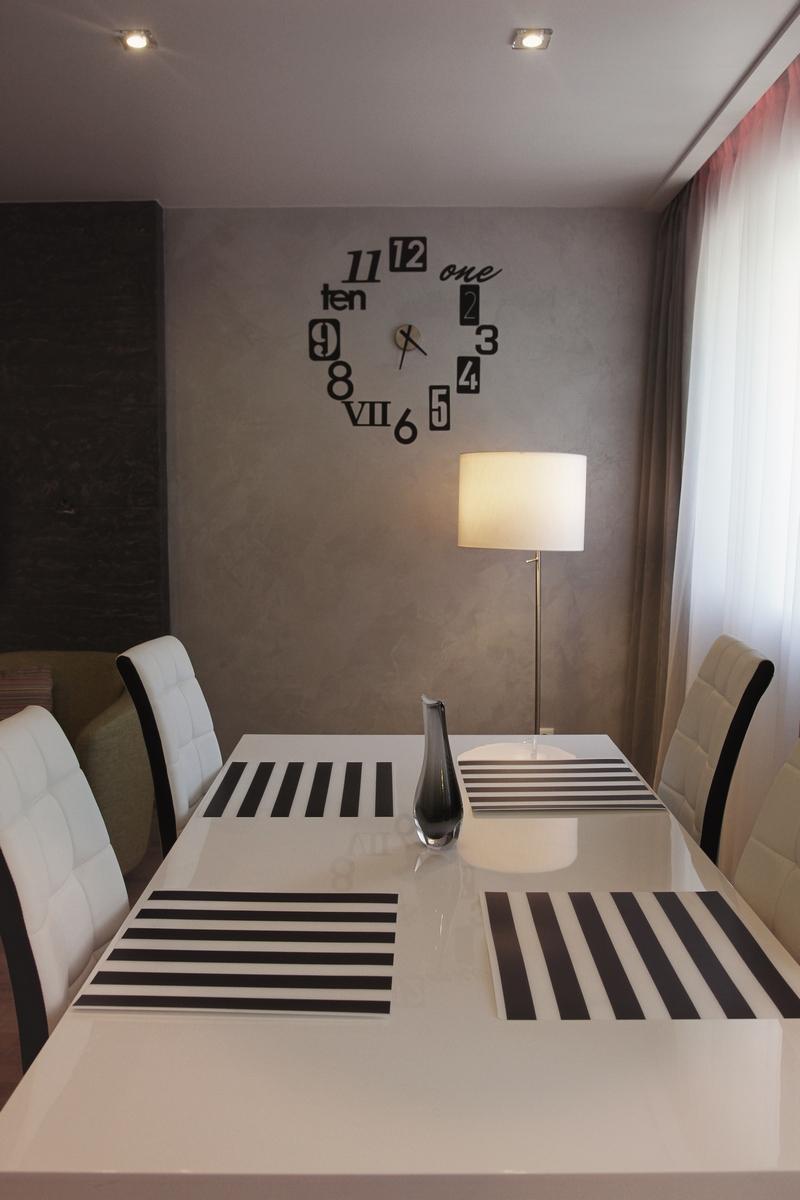 Перламутровая краска на стене столовой