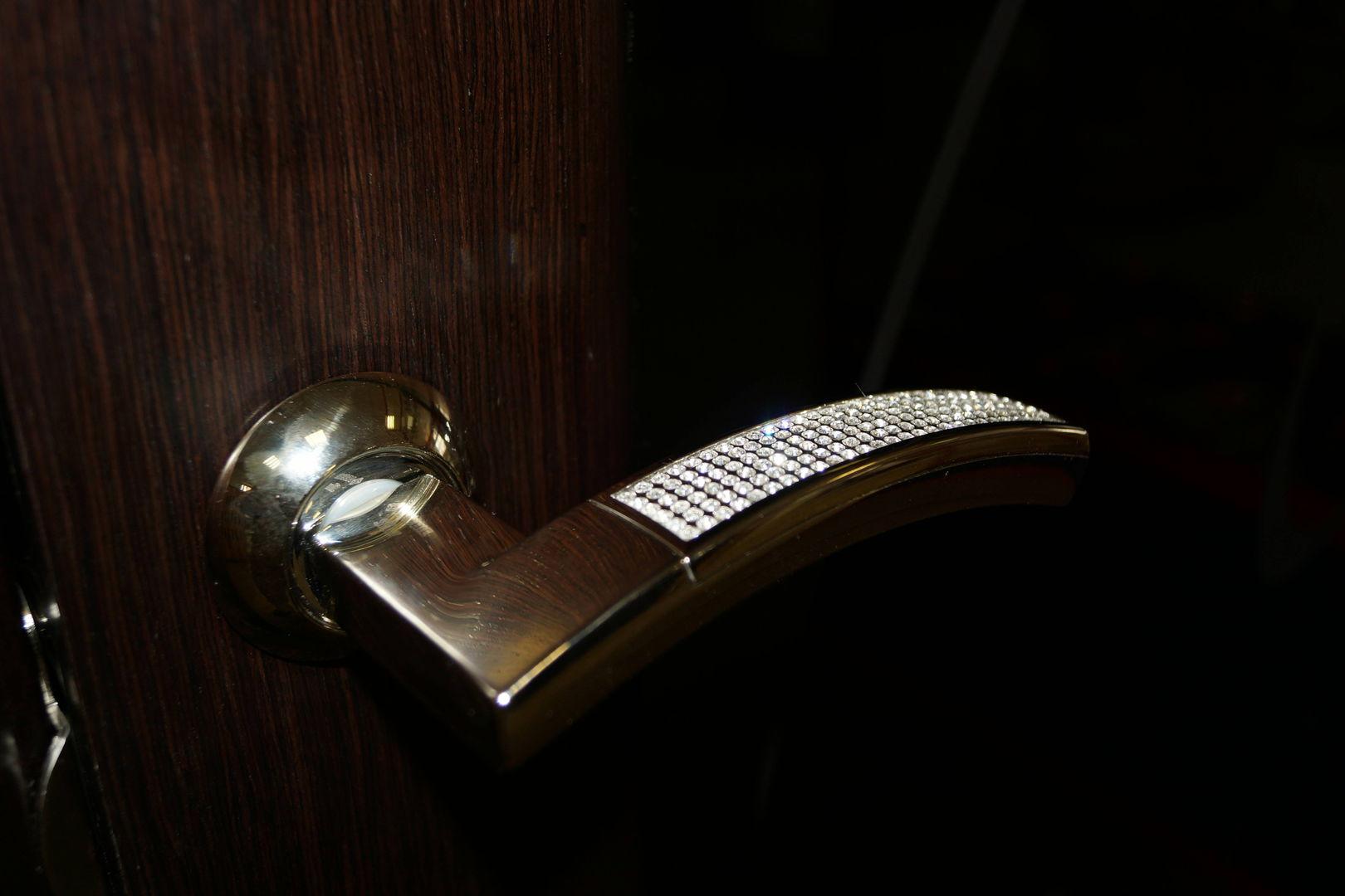 Дверная ручка со стразами