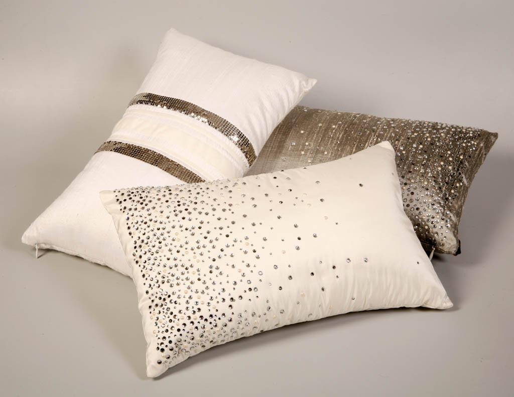 Декор подушки стразами