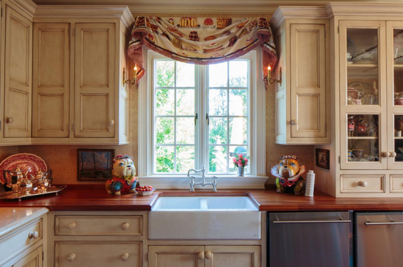 Декор кухонного окна статуэтками
