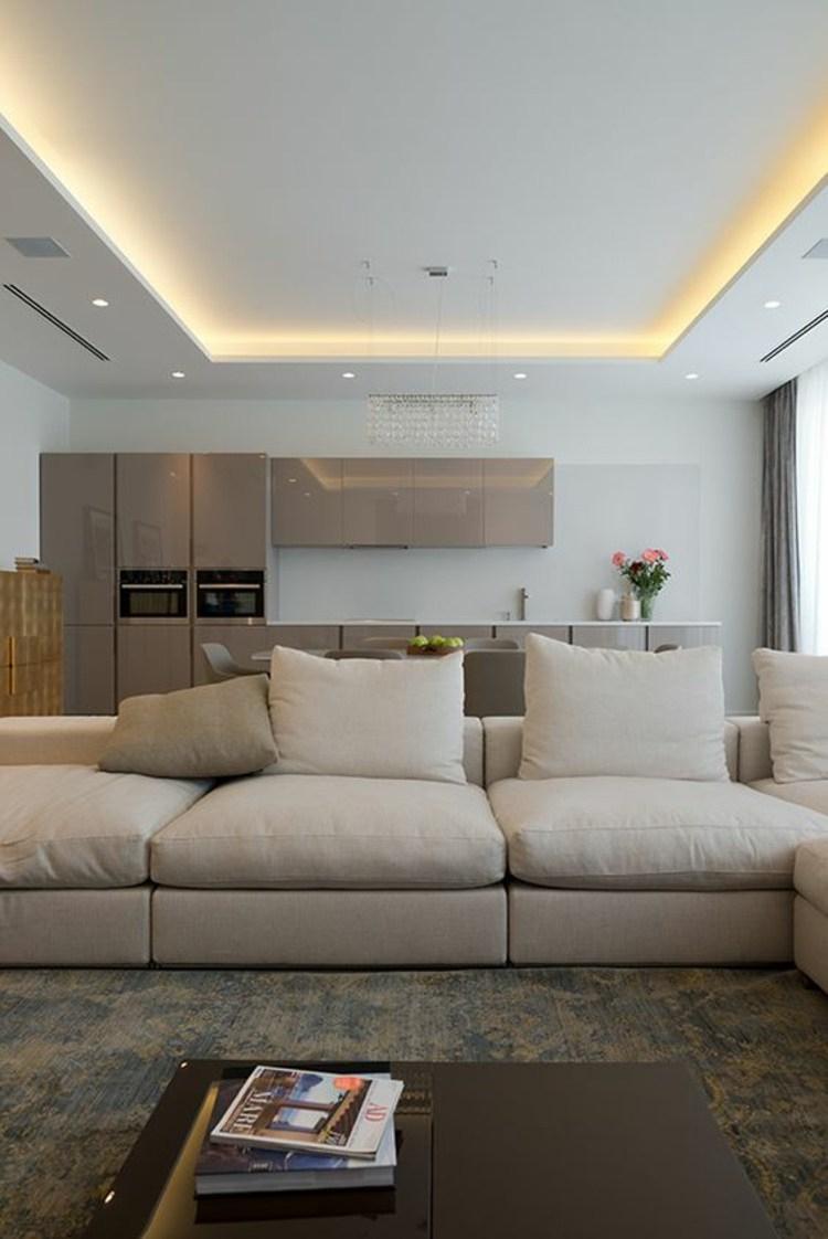 Потолок со светодиодной подсветкой в квартире студии