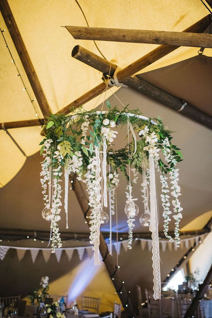 Декор люстры свадебный