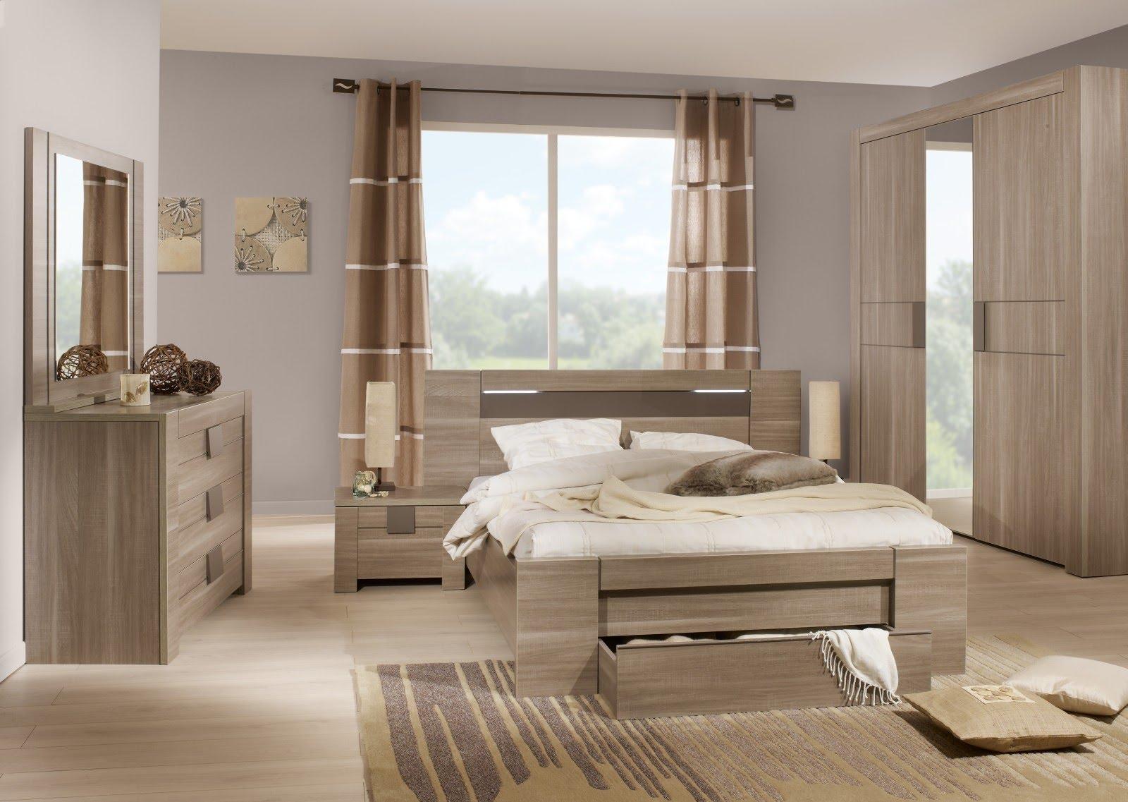 Спальный гарнитур в светлом оттенке